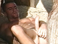 Super sexy solo scene with a horny guy on the beach !