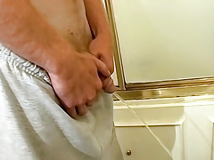 Pissing Gay