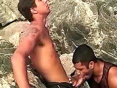 Latin gays in blowjob threeway outdoor