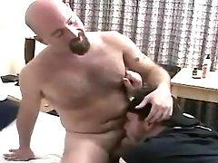 Horny ready chap sucks bear man-lover