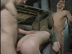 Dirty fruits fuck bareback in threesome