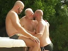 Three bear full-grown twinks kiss by pool